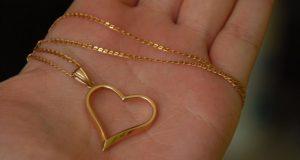 Позарилась, но опомнилась: керчанка украла у четырёхлетней малышки золотую цепочку