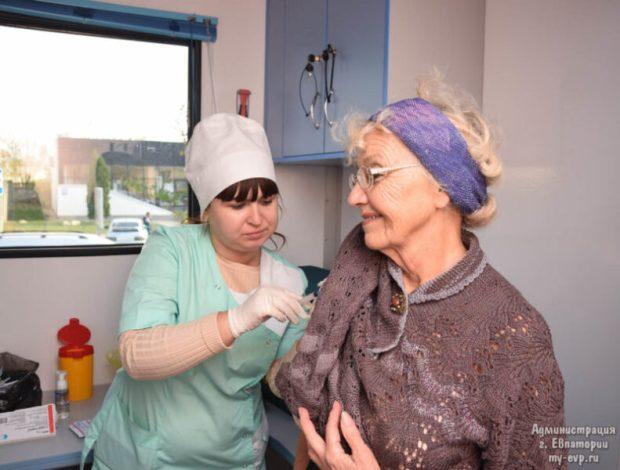 Евпаторийцев против гриппа прививают в мобильной амбулатории и поликлиниках. Адреса