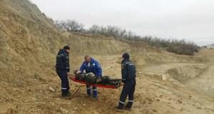 ЧП в Феодосии: в карьер упал мужчина