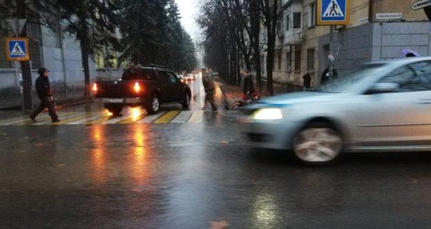 В Симферополе на пешеходном переходе сбили женщину