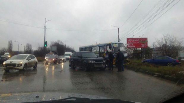 Водители симферопольских маршруток просто «отжигают». Очередное ДТП с автобусом