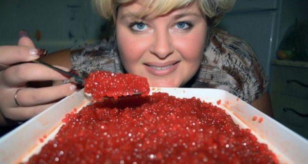 В России цена на красную икру снизились вдвое