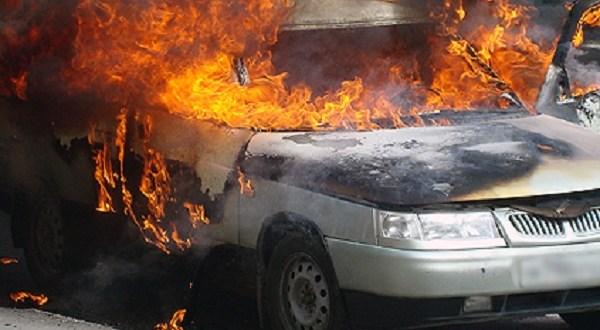 Автопожар в Керчи: средь бела дня сгорел ВАЗ
