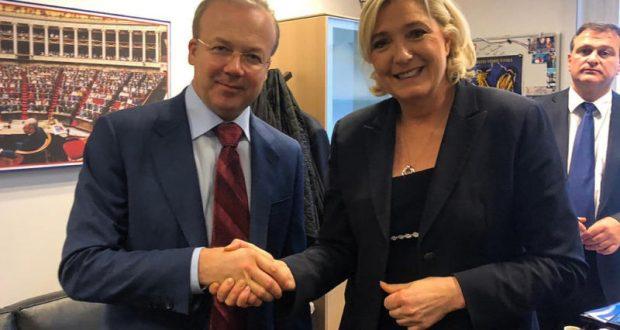 Марин Ле Пен пообещала приехать в Крым