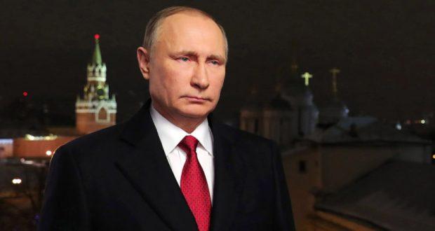 Президент РФ Владимир Путин в новогоднем обращении призвал россиян сплотиться и быть добрее друг к другу