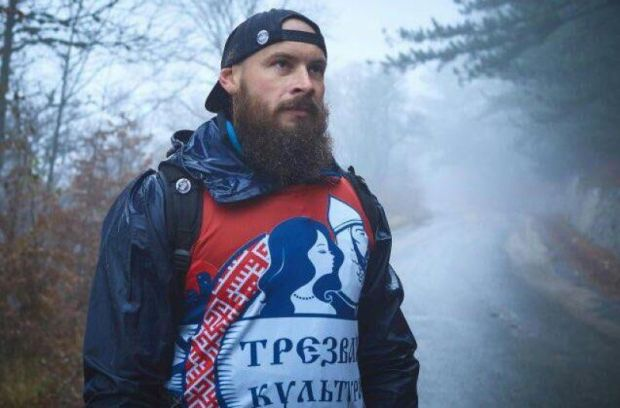 Трезвая Борода сделал это. Крымский спортсмен с гирями в руках поднялся на гору Ай-Петри