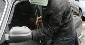 В Симферопольском районе по «горячим следам» раскрыта кражу из автомобиля