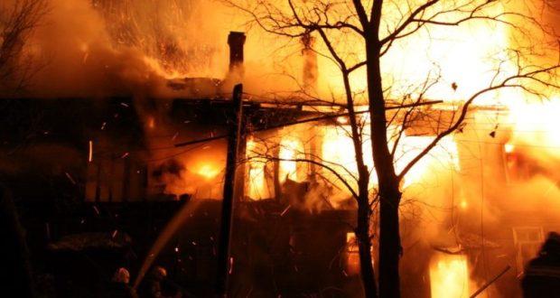 Пожар в крымском поселке Багерово. Горит новостройка