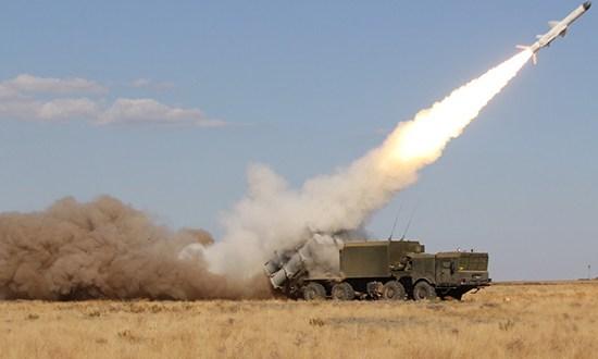 Ракетчики-черноморцы тренируются: морские и воздушные цели уничтожены