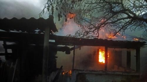 Утренний пожар в Бахчисарайском районе. Маленькая свеча стала причиной большой беды