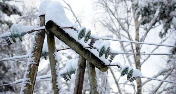 Снегопады обесточили почти полтора десятка крымских сел