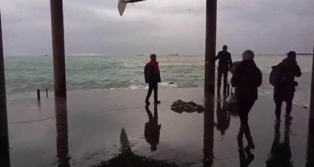 Подробности спасения подростка, едва не утонувшего на ялтинском пляже