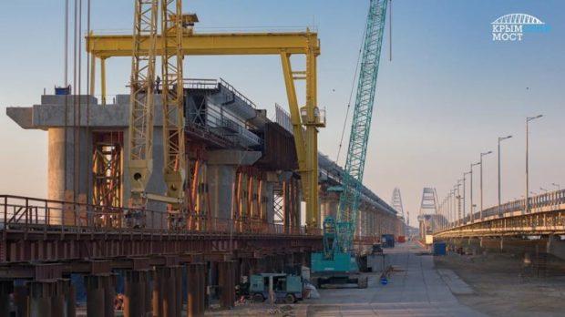 Последствия длительных праздников? В Киеве рассказали о том, что Крымский мост движется. Туда-сюда