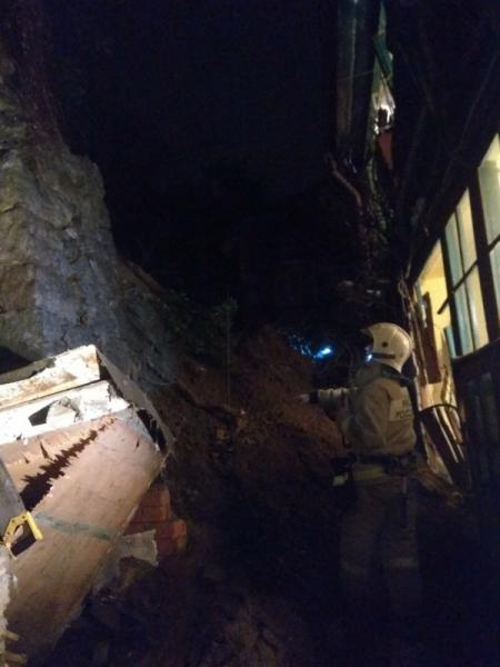 ЧП в Ялте: утром произошёл сход сели - рухнула опорная стена жилого дома