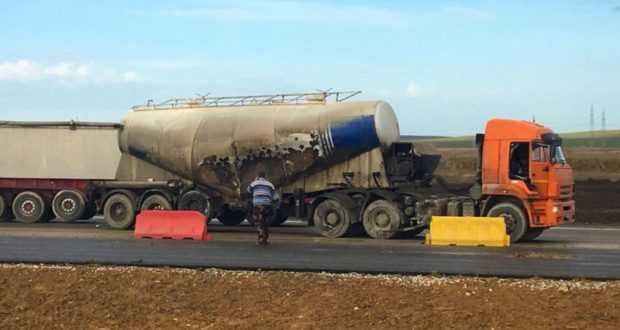 Очередное ДТП на трассе «Таврида»: столкнулись два грузовика