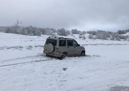 В крымских горах - снег. На заметку автомобилистам, чтобы не пришлось вызывать спасателей