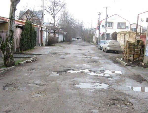 """В Крыму снег """"съел"""" асфальт на дорогах - количество ям увеличилось"""