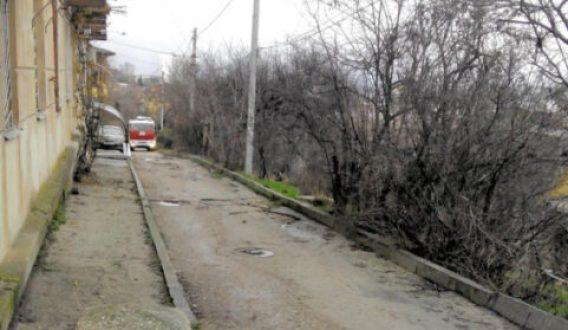"""В центре Севастополя """"ставят на ремонт"""" улицу Керченскую. Движение перекрывают"""