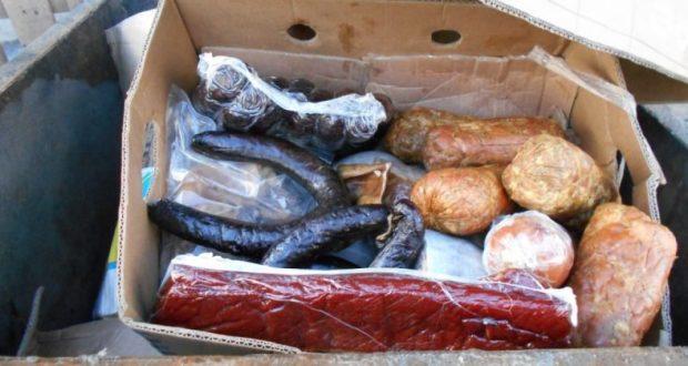 В Джанкое уничтожили опасные для здоровья сало, колбасу и мясной фарш