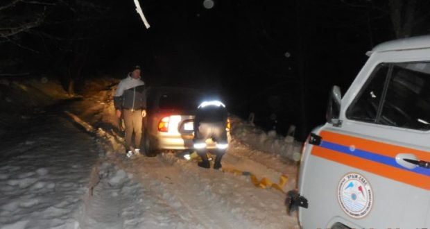 Это «внизу» тепло, а в крымских горах – «снега по пояс»