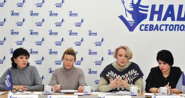 """В Севастополе жители бывших домов-общежитий боятся """"остаться на улице"""""""