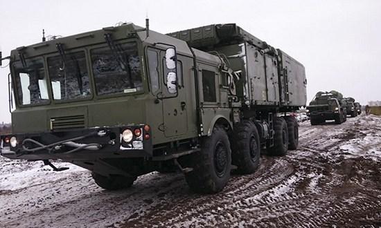 В Крыму боевые расчёты дивизиона зенитных ракетных систем С-400 провели учения