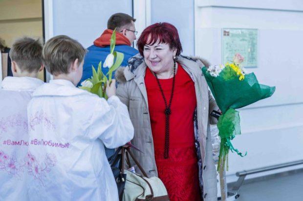 """В аэропорту """"Симферополь""""... зацвела зелёная стена из живых растений"""