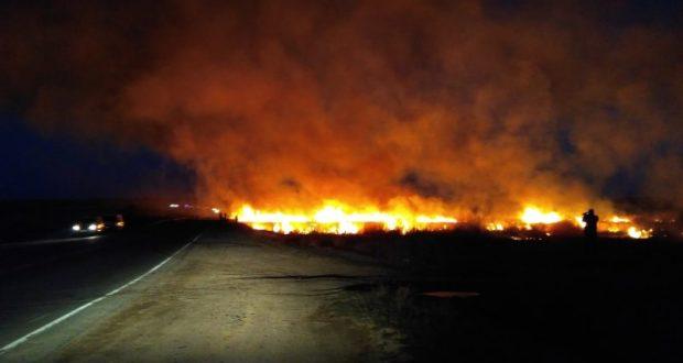 Пожар близ села Ивановка парализовал движение на дороге «Севастополь – Евпатория»