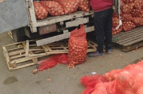 В Симферополе на рынке трудились мигранты-нелегалы