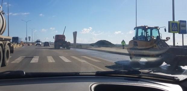ДТП на трассе «Симферополь – Керчь»: КАМАЗ зацепил мост поднятым кузовом