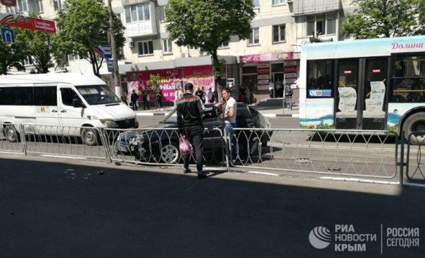 ДТП в Симферополе - не разминулись две легковушки. Чудом не пострадали пешеходы