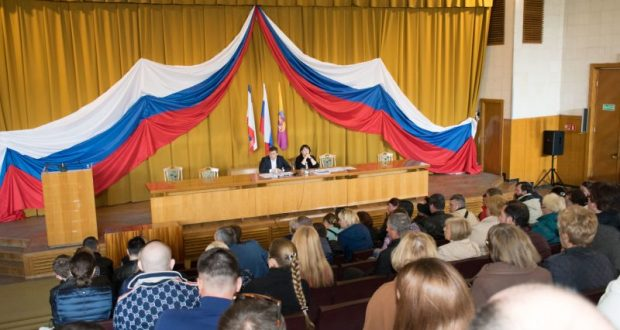 В Ялте власти разъяснили предпринимателям порядок размещения нестационарных торговых объектов