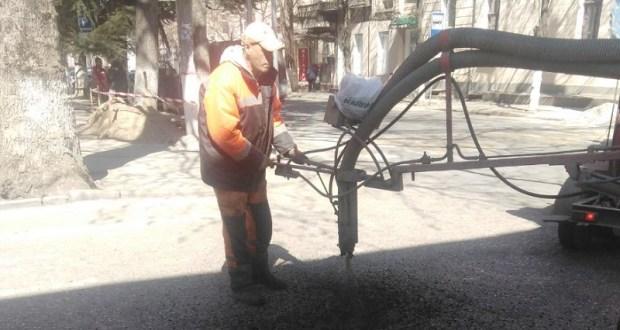 Администрация Симферополя отчиталась о проведении ямочного ремонта на дорогах