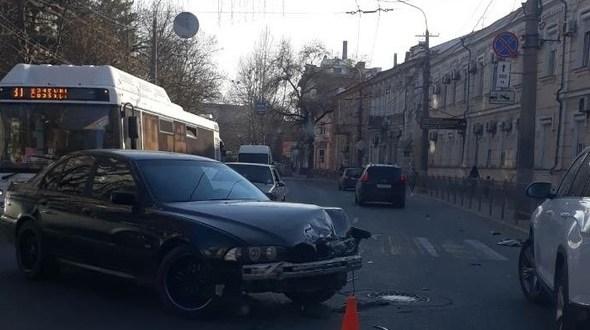 ДТП в центре Симферополя. Наряд ГИБДД не пришлось ждать – авария случилась под зданием МВД