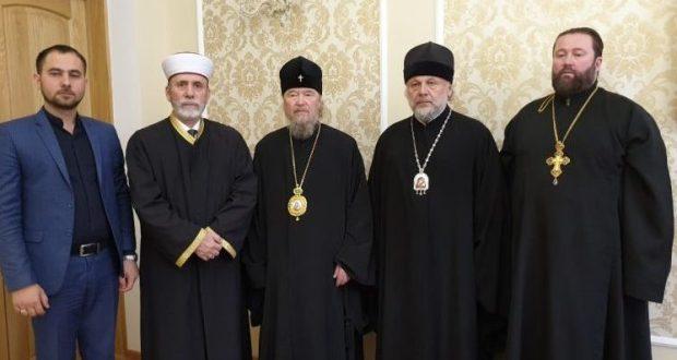 Муфтий мусульман Крыма пожертвовал миллион рублей на строительство монастыря
