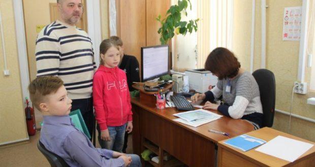 В Севастопольском комплексном центре соцобслуживания оформляют ЕГКС многодетным семьям