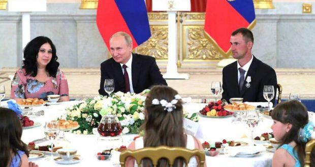 Владимир Путин наградил орденом «Родительская слава» многодетные семьи. В том числе, из Севастополя