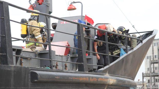 В Севастопольском морском порту тренировались пожарные МЧС