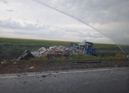 Уснул за рулём. ДТП в Ленинском районе Крыма: столкнулись лоб в лоб грузовик и автобус