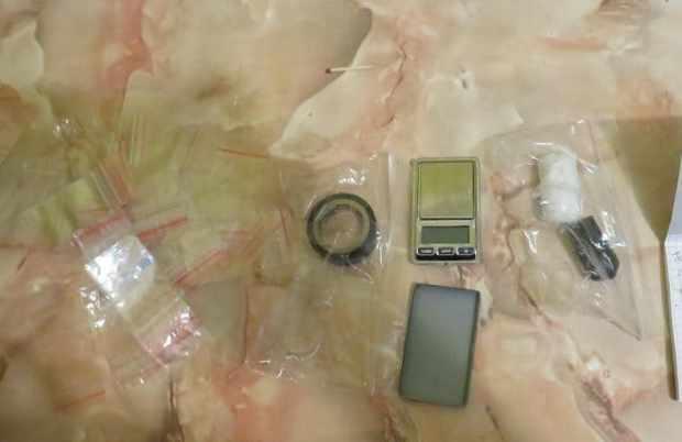 В Сакском районе «закладчица соли» попалась на фотофиксации тайников