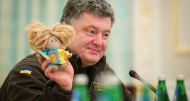 Порошенко напомнил о себе сказкой про украинский трезубец в Севастополе