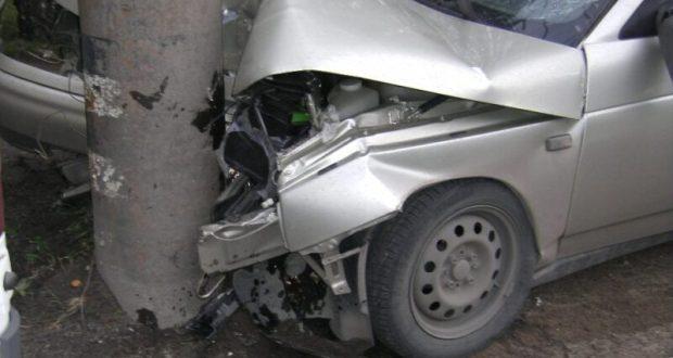 Угнал авто, чтобы въехать в столб? Происшествие в Севастополе