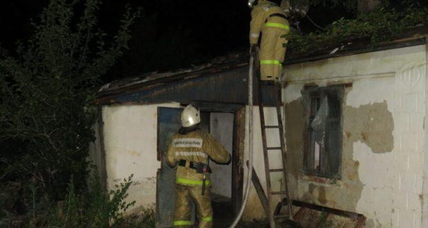 Пожар в Кировском районе - горел одноэтажный жилой дом