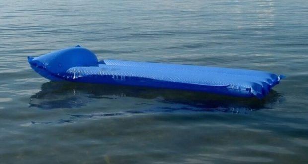 Под Евпаторией в море на матрасе унесло двоих детей