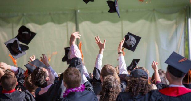 Выпускников вузов ждут «электронные дипломы»? Инициатива Минобраза РФ
