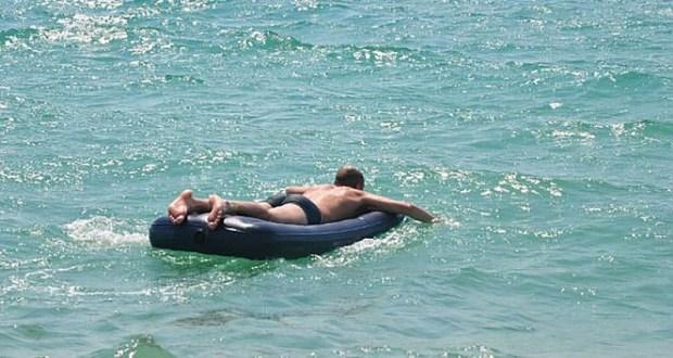 В Евпатории туриста из Нижневартовска унесло в море на надувном матрасе