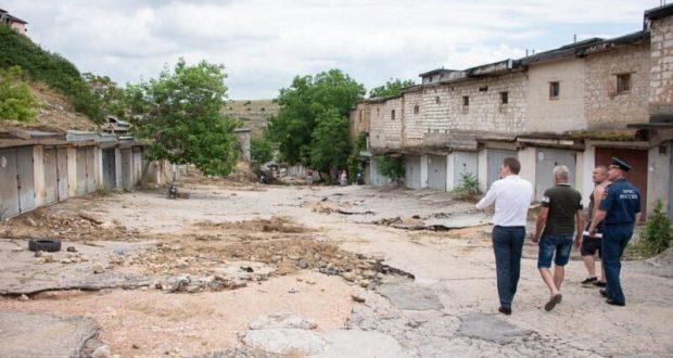 В Севастополе все еще устраняют последствия непогоды