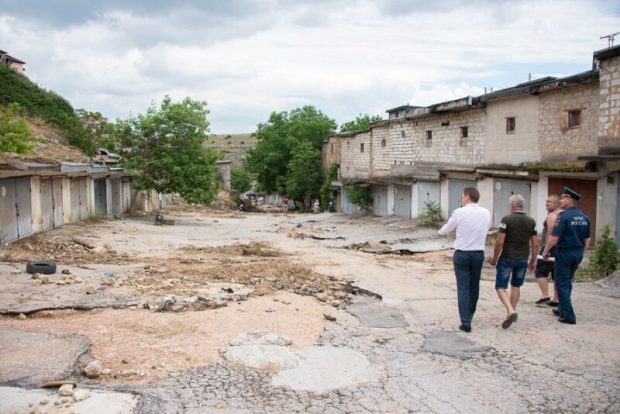"""В Севастополе решили, что будут делать с гаражными кооперативами, """"не пережившими"""" непогоду"""