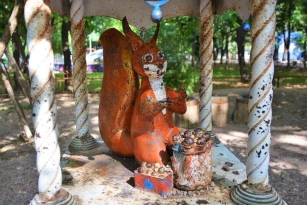 """На """"Поляне сказок"""" - в детском парке Симферополя - началась реставрация персонажей"""