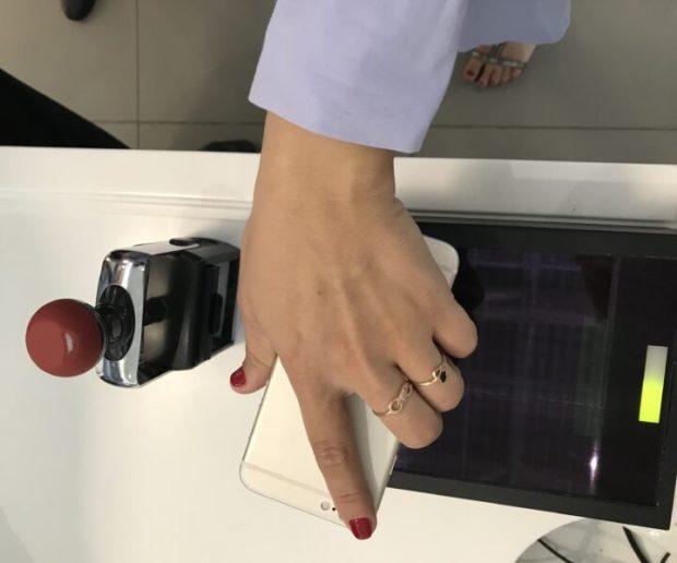"""Аэропорт """"Симферополь"""" обслуживает пассажиров с электронными билетами на смартфонах"""